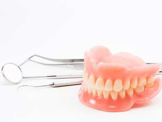 протезирование зубов киев